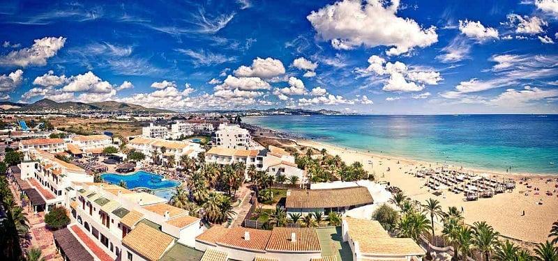 Onde Ficar em Ibiza: Praia d'en Bossa